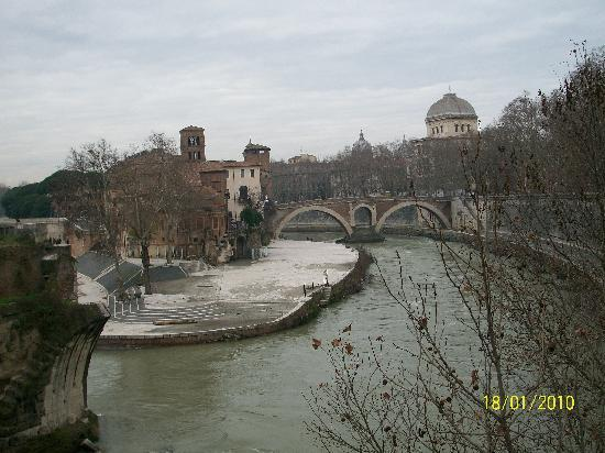 Рим, Италия: The river Tevere