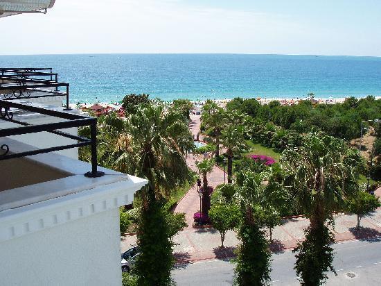 Utsikt från balkong till Kleopatrastranden