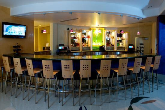 Market Grill Steak & Seafood: Relax & enjoy a drink in our lounge