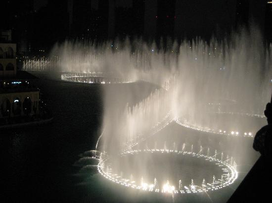 Sheraton Jumeirah Beach Resort: Amazing fountain by the dubai Mall
