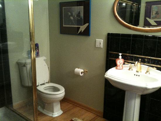 Inn at Marquam Hill: our bathroom