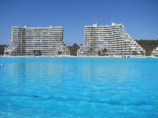 Restaurant & Hotel Medio Mundo: Longest pool in the world - more than 1 km