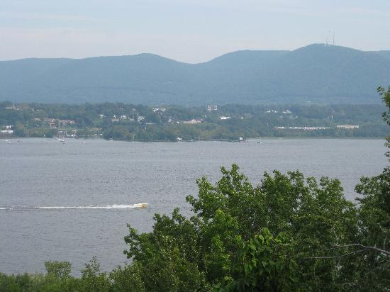 Stockbridge Ramsdell House on Hudson: Scenic Hudson view
