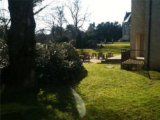 เคนวูด ฮอลล์: View of the grounds from Room 306