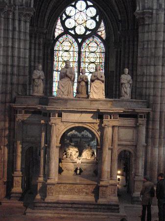 Basilica Cathedral of Saint-Denis: monument funéraire a la Basilique de Saint Denis