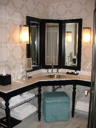 The Nines, a Luxury Collection Hotel, Portland: bathroom