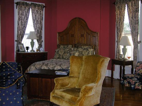 The Hammack-Moore House Bed & Breakfast: City View Bedroom