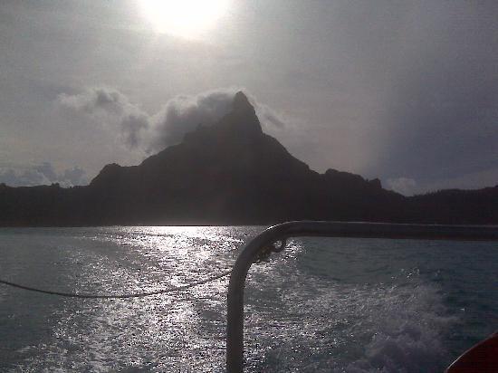 InterContinental Bora Bora Le Moana Resort: Leaving our hotel via boat to go back to the airport