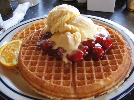 Somerset Inn & Suites: Hmm...waffles with ice cream for breakfast.  A Door County tradition!