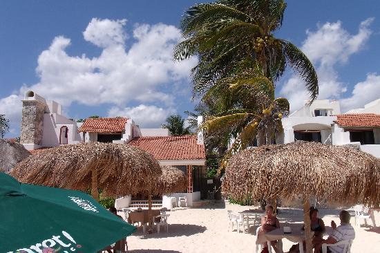 Pelicano Inn: View from the Beach