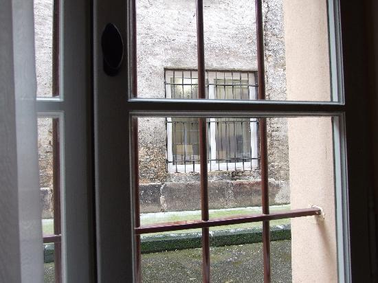 Hotel Cour du Corbeau Strasbourg - MGallery Collection: The bars on the windows