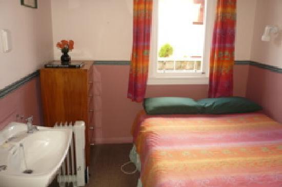 Barnacles Seaside Inn Backpackers: Double room