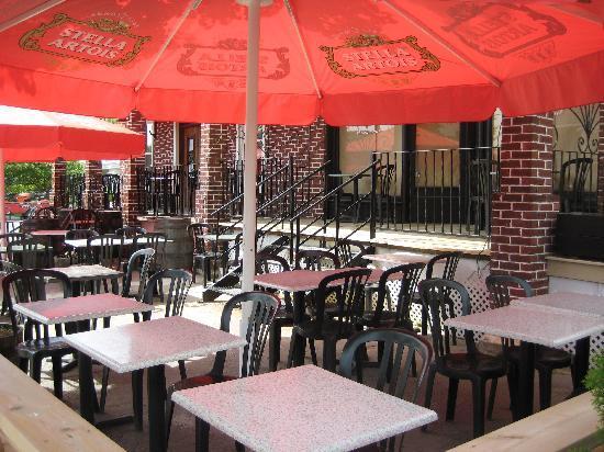 Le Grill Saint George's : Le Sunny Outdoor Patio!