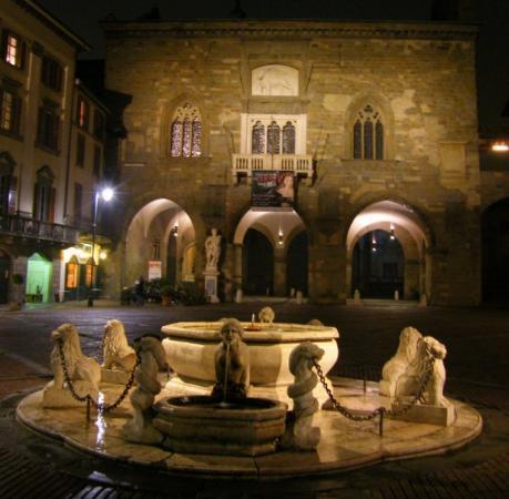 mooi fontijn in Bergamo