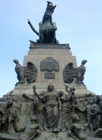 Plaza San Martin: Monumento plaza Sn.Martín de Córdoba, Argentina.