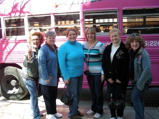 NashTrash Tours: MA visitors Jean, Donna, Becky and Helen with the Jugg sisters.