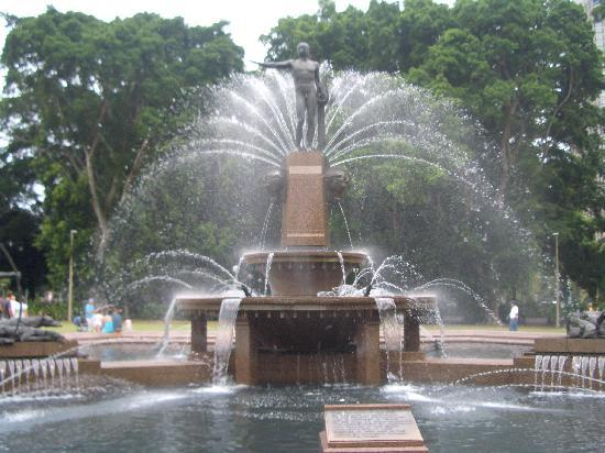 Hyde Park: JM Archibald fountain