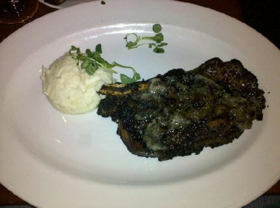 Le Cellier Steakhouse: Coffee crusted KC strip