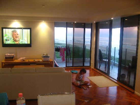 โรงแรม ดอร์เชสเตอร์ ออน เดอะ บีช: Living room