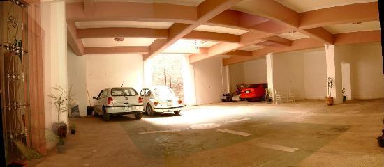 Hotel Oriente: amplio estacionamiento