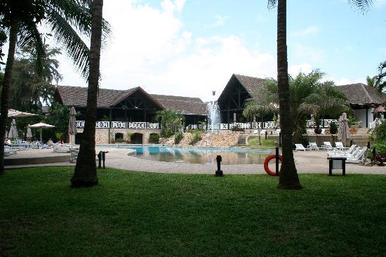 Labadi Beach Hotel: Pool area of the Labadi