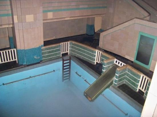 Haunted Swimming Pool Though There Is No Water Wet