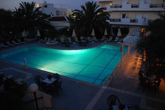 Hotel Romantica Apartments: pool by knight