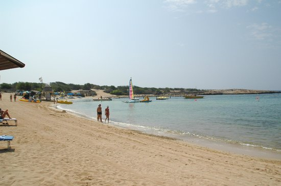 Dome Beach Hotel & Resort: Sandstrand