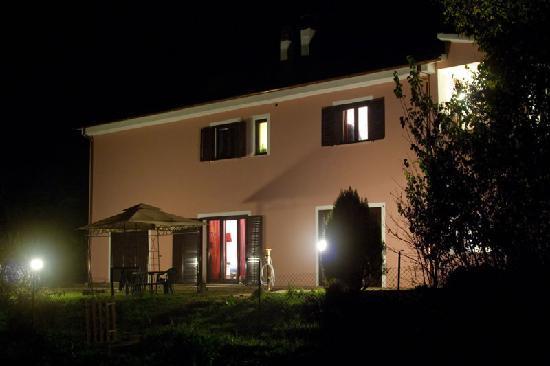 Eco B&B I Gabbiani: Esterno notturna della casa