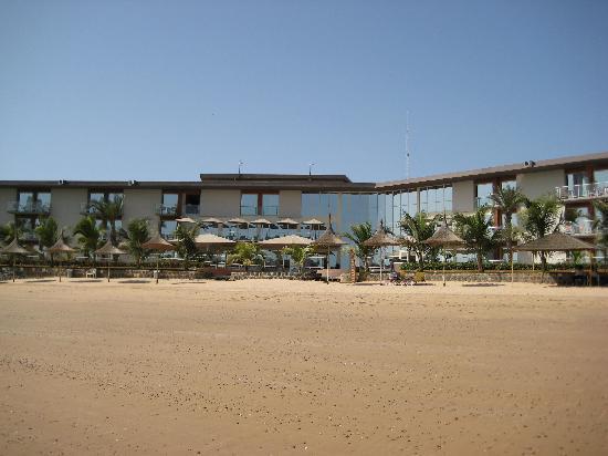 Terrou-Bi : Vue de l'hotel depuis la plage