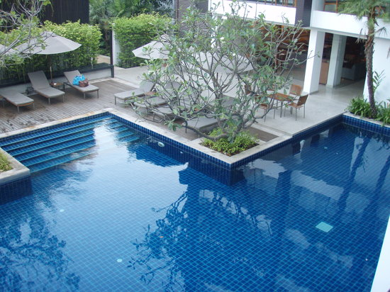 Woodlands Suites Hotel : view to the swimming pool