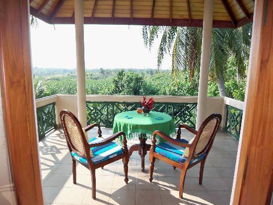 Shangri-Lanka Villa: Private balcony