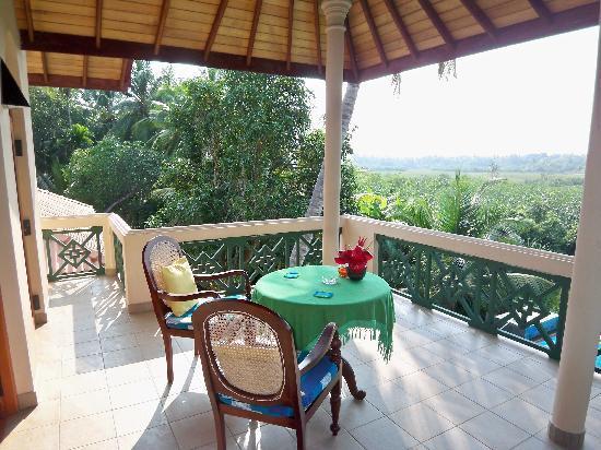 Shangri-Lanka Villa: Further balcony view