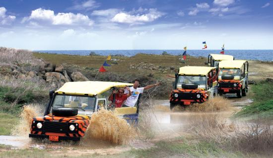 Oranjestad, Aruba: Jeep Safari in action