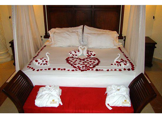 The Royal Playa del Carmen: romantic decorations in room daily