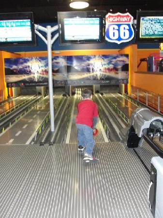 Gatti Town Pizza Buffet & Games: Bowling
