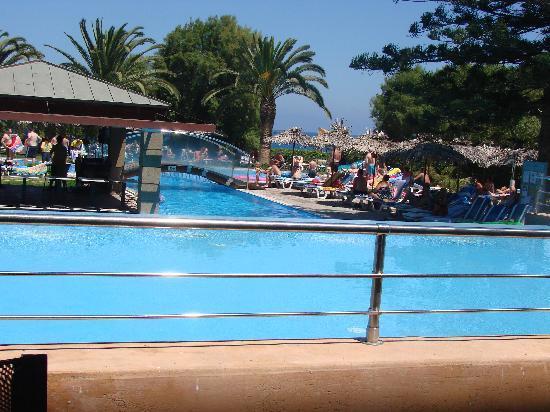 Piscine picture of oceanis hotel rhodes town tripadvisor for Piscine oceanis