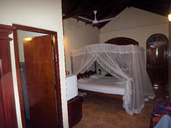 Hotel Dhammika: Our room