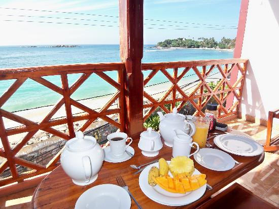 Hotel Dhammika: Breakfast on our balcony