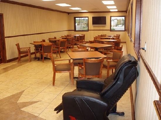 Days Inn Columbus - North Fort Benning - Airport: Breakfast Seating Area