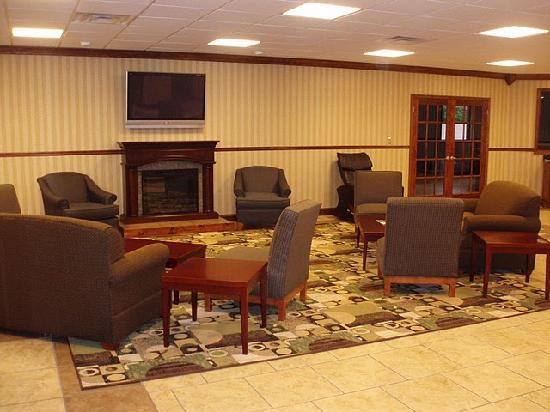 Days Inn Columbus-North Fort Benning: New Lobby Area