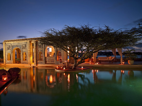 The Majlis Resort: The Majlis' pool area and bar at night