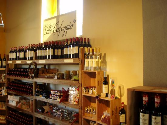 Tuscan Wine Tours by Grape Tours: shop in one of the vineyards