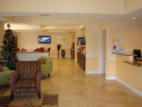 Days Inn Shenandoah TX: days inn lobby