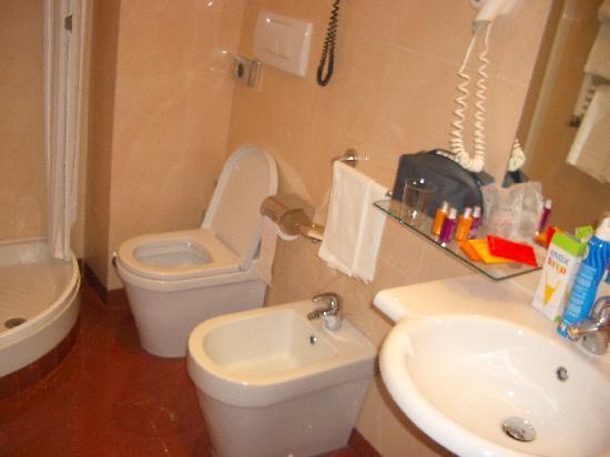 Hotel Diocleziano: Baño 1