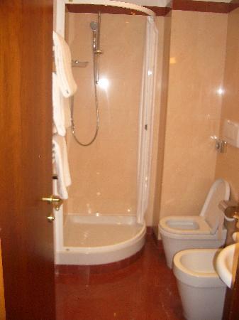Hotel Diocleziano: Baño 2