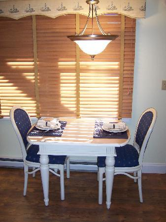 Nautical Mile Resort: kitchen table in timeshare standard unit