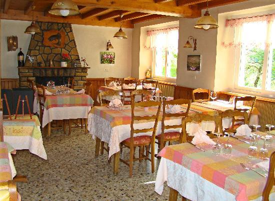 Goumois, Francia: salle de restaurant