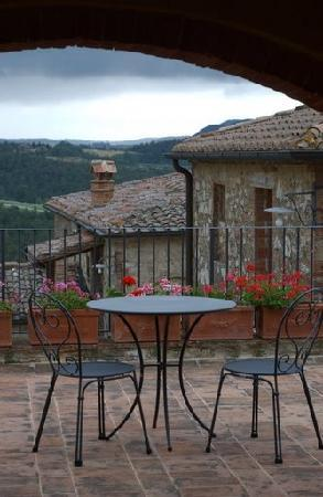 Hotel Borgo Casabianca: Charming Balcony
