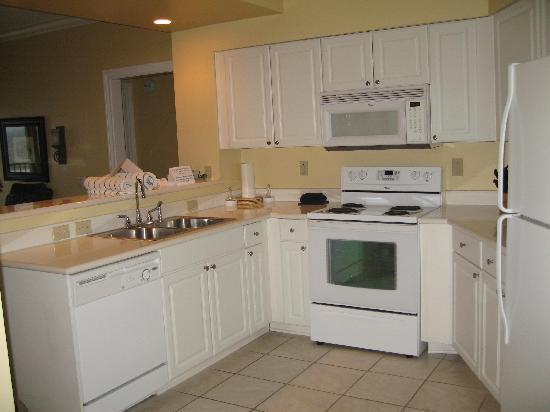 Holiday Inn Club Vacations Galveston Beach Resort: Kitchen had everything we needed